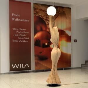 skulptur-frau-im-licht